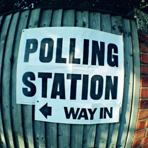 Photo of a sign saying 'Polling station'
