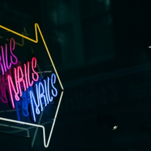 Neon sign saying 'Nails nails nails'