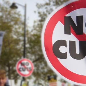 Sign saying 'No cuts'
