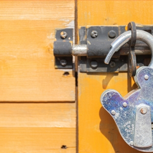 Open padlock.